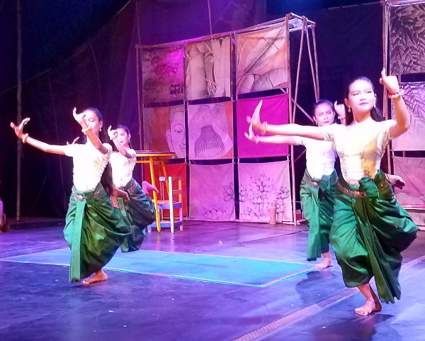 The circus dancers